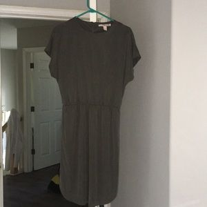 Green shortsleeved dress